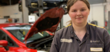 Gwendoline est mécanicienne au garage Renault Argentan