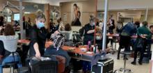 Le salon de coiffure en plein examen blanc